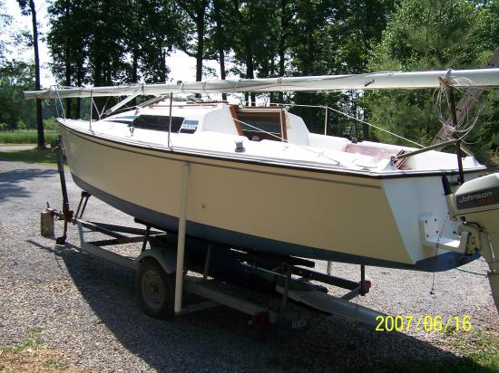 Photo of Hunter 23.5 sailboat