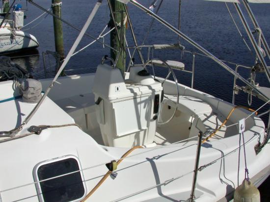 Photo of Hunter 320 sailboat