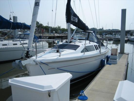 Photo of Hunter 29.5 sailboat