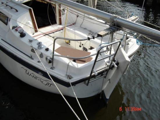 Photo of Columbia 25 / Diesel / trailer sailboat