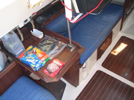 Photo of Hunter 27 sailboat
