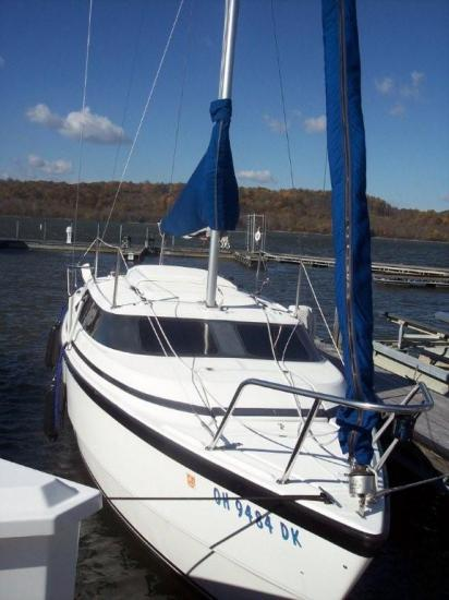 Photo of MacGregor 26X sailboat