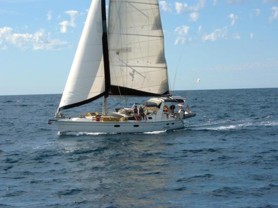 Photo of Hunter 430 sailboat