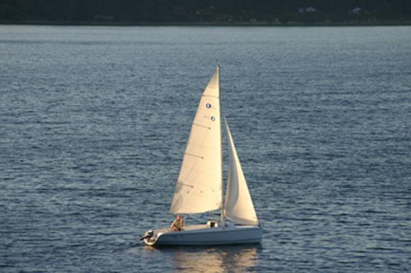 Photo of Hunter 216 sailboat