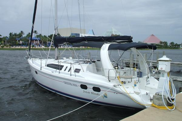 Photo of Hunter 380 sailboat