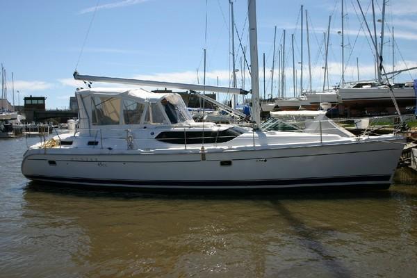 Photo of Hunter 45CC sailboat