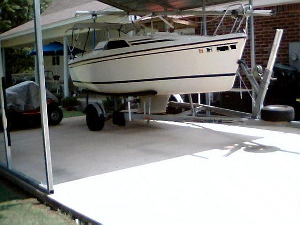 Photo of Hunter 18.5 sailboat