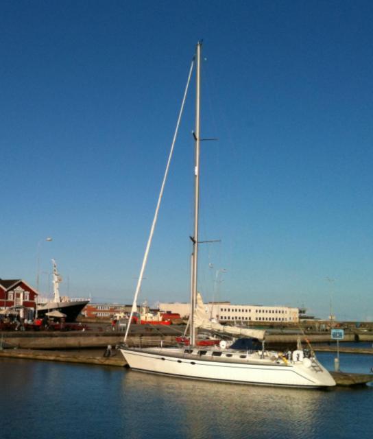 Photo of Hunter 45 sailboat