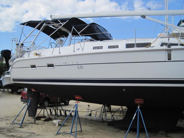Photo of Hunter 426 sailboat