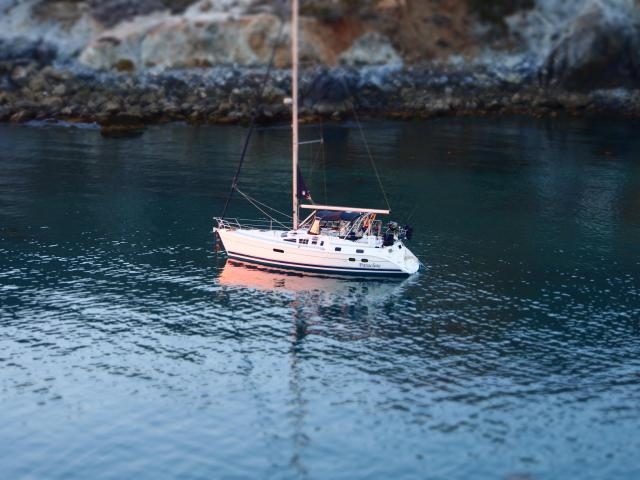 Photo of Hunter 420 sailboat